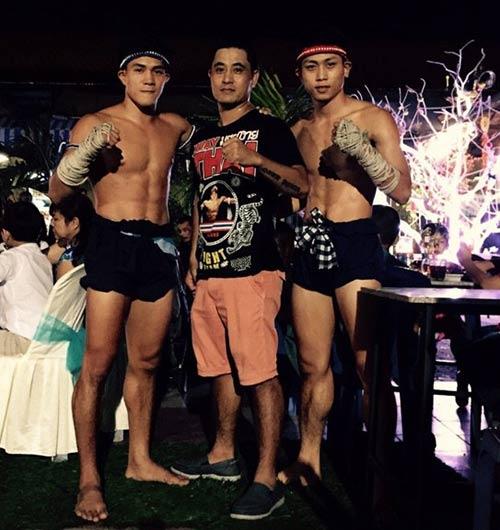 Võ sỹ Muay Thái vui vẻ bên người đẹp nóng bỏng - 5