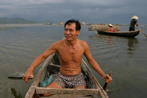 Ảnh: Cuộc sống bình dị trên phá Tam Giang - 11