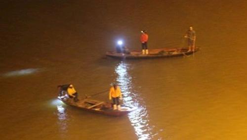 Bác sỹ nhảy cầu Bến Thủy tự vẫn trong đêm đầu năm - 1