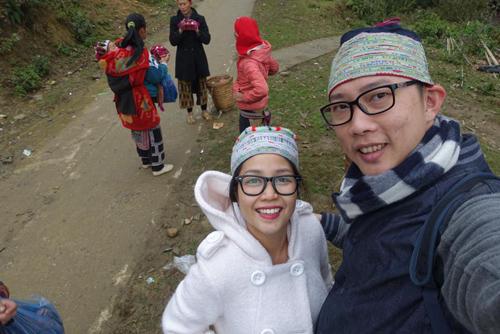 Facebook sao 2/1: Hoa hậu Kỳ Duyên mặc phản cảm đi chùa - 7