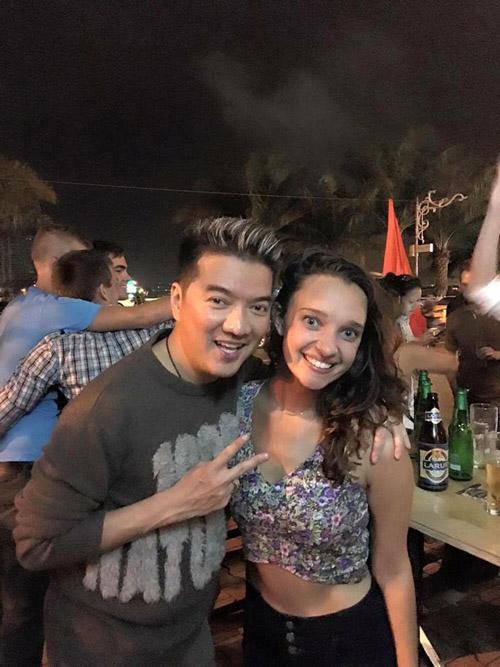 Facebook sao 2/1: Hoa hậu Kỳ Duyên mặc phản cảm đi chùa - 8