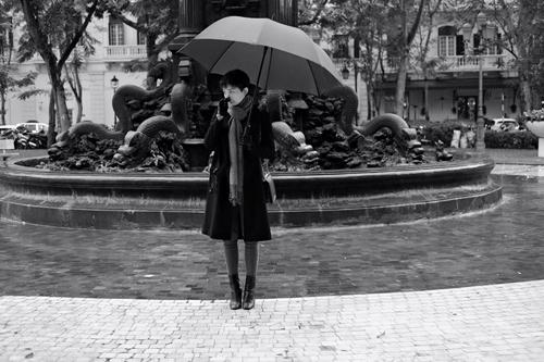 Facebook sao 2/1: Hoa hậu Kỳ Duyên mặc phản cảm đi chùa - 10