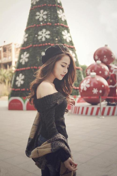 Facebook sao 2/1: Hoa hậu Kỳ Duyên mặc phản cảm đi chùa - 11