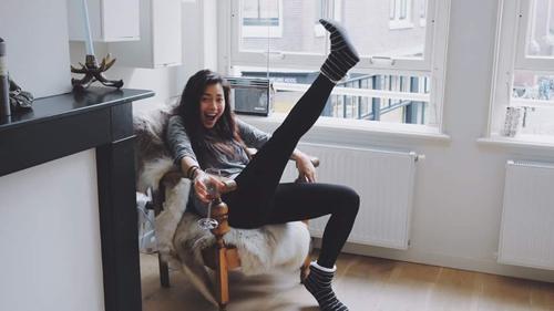 Facebook sao 2/1: Hoa hậu Kỳ Duyên mặc phản cảm đi chùa - 12