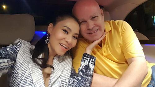 Facebook sao 2/1: Hoa hậu Kỳ Duyên mặc phản cảm đi chùa - 13