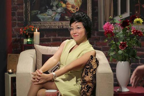 Facebook sao 2/1: Hoa hậu Kỳ Duyên mặc phản cảm đi chùa - 14