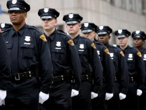 Cảnh sát nước ngoài được trang bị vũ khí thế nào?