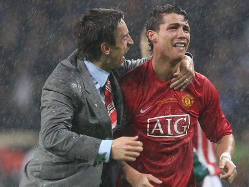 Ronaldo – Neville: Đồng đội thân thiết hóa đối thủ - 10
