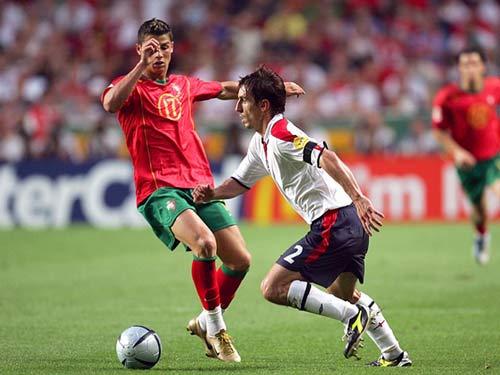 Ronaldo – Neville: Đồng đội thân thiết hóa đối thủ - 1