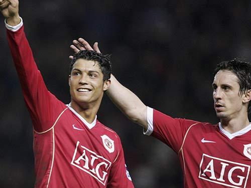 Ronaldo – Neville: Đồng đội thân thiết hóa đối thủ - 7
