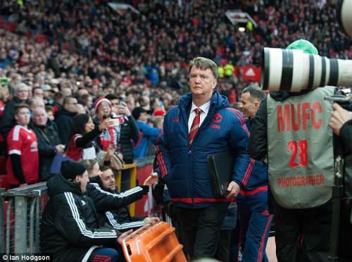 """Rooney lập """"siêu phẩm"""", Van Gaal quên người hùng Martial - 2"""