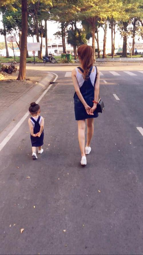 Facebook sao 3/1: Dương Triệu Vũ 'thơm' má Mr Đàm - 12