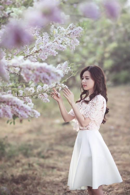 Midu đẹp rạng rỡ giữa rừng hoa anh đào - 10