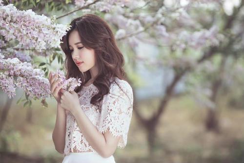 Midu đẹp rạng rỡ giữa rừng hoa anh đào - 4