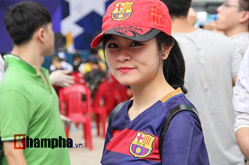 """Tú Linh cùng người đẹp """"đại náo"""" ngày hội fan bóng đá - 8"""