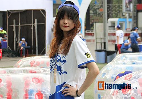 """Tú Linh cùng người đẹp """"đại náo"""" ngày hội fan bóng đá - 9"""