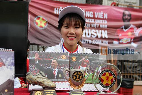 """Tú Linh cùng người đẹp """"đại náo"""" ngày hội fan bóng đá - 10"""