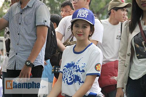 """Tú Linh cùng người đẹp """"đại náo"""" ngày hội fan bóng đá - 11"""