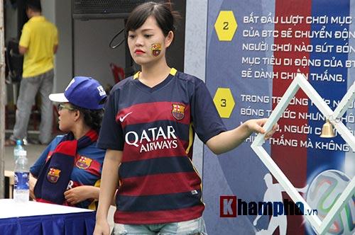 """Tú Linh cùng người đẹp """"đại náo"""" ngày hội fan bóng đá - 13"""