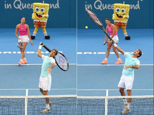 """Tennis 24/7: Federer """"đánh vật"""" với chiếc vợt khổng lồ - 2"""
