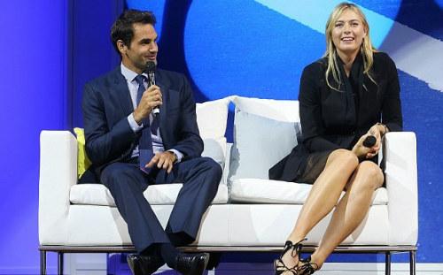 """Tennis 24/7: Federer """"đánh vật"""" với chiếc vợt khổng lồ - 3"""