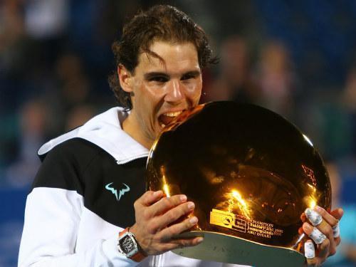 """Tennis 24/7: Federer """"đánh vật"""" với chiếc vợt khổng lồ - 5"""