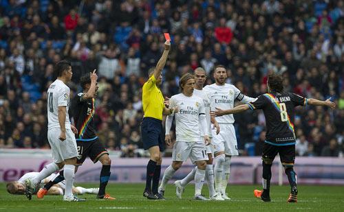 "Sốc: Messi bị trọng tài ""dằn mặt"" trận gặp Espanyol - 2"