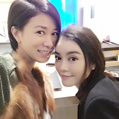 Facebook sao 4/1: Hà Hồ lại thân mật 'trai lạ' - 3