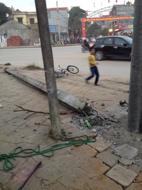 Cột điện đổ sụp khiến một học sinh chết thảm - 2