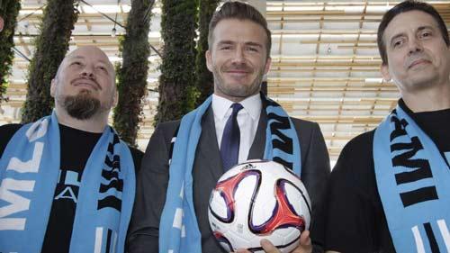 Beckham lấy bãi biển và người đẹp kéo CR7 đến Mỹ đá bóng - 2