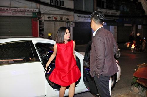 Hé lộ trang phục cưới 'rồng phượng' của Vân Trang - 1