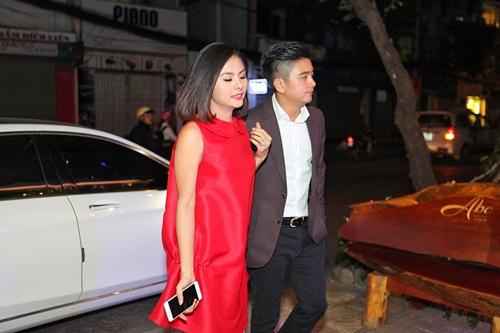 Hé lộ trang phục cưới 'rồng phượng' của Vân Trang - 2