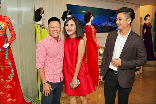 Hé lộ trang phục cưới 'rồng phượng' của Vân Trang - 3
