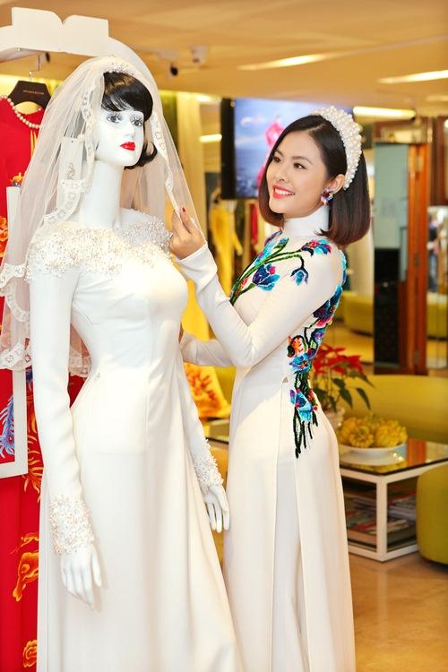 Hé lộ trang phục cưới 'rồng phượng' của Vân Trang - 5
