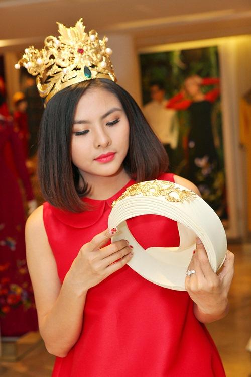 Hé lộ trang phục cưới 'rồng phượng' của Vân Trang - 10