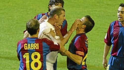 Zidane từng suýt đầu quân cho Barca, cào mặt Enrique - 2