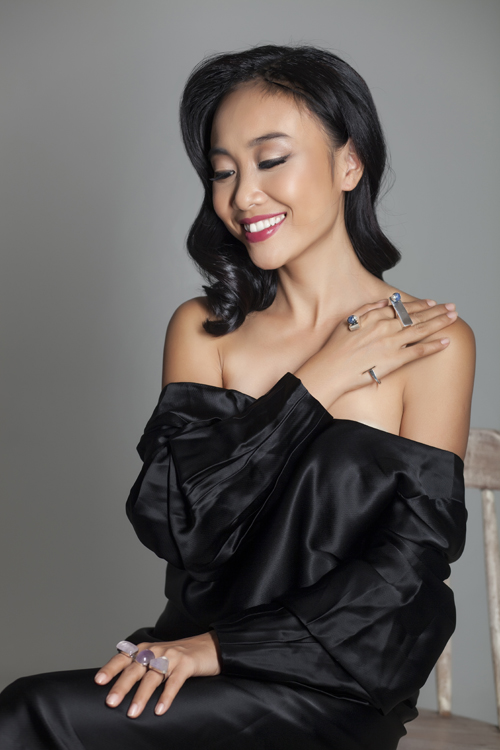 Đoan Trang khoe vẻ đẹp quý phái với trang sức 'độc, lạ' - 1