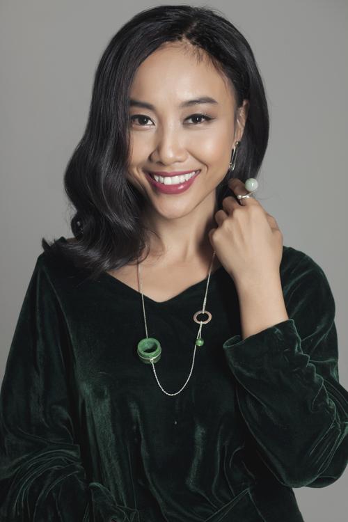 Đoan Trang khoe vẻ đẹp quý phái với trang sức 'độc, lạ' - 9