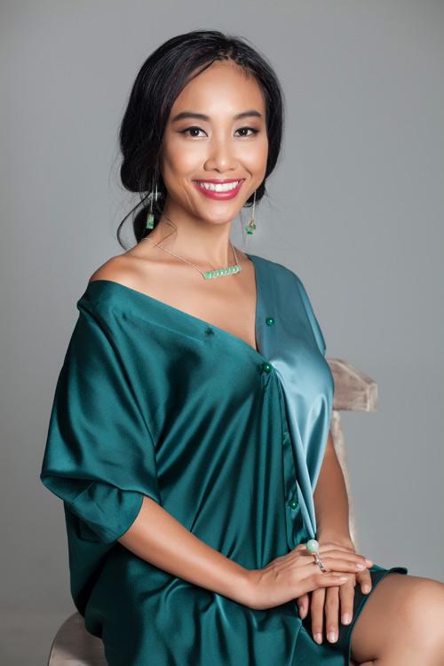 Đoan Trang khoe vẻ đẹp quý phái với trang sức 'độc, lạ' - 4