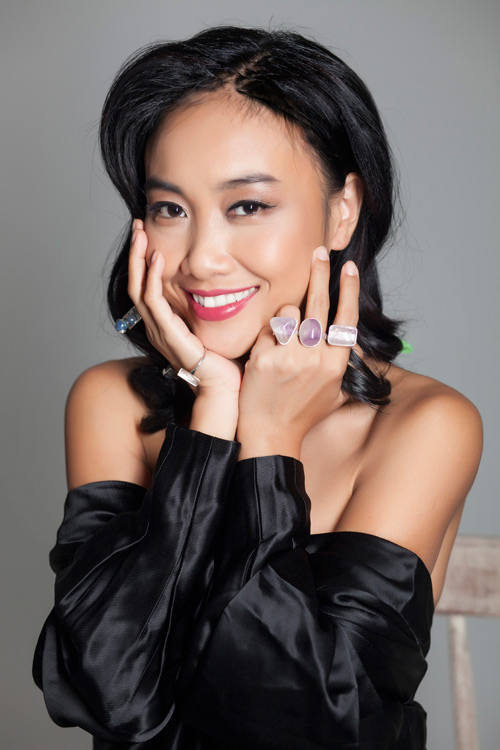 Đoan Trang khoe vẻ đẹp quý phái với trang sức 'độc, lạ' - 7