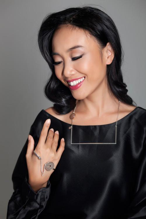 Đoan Trang khoe vẻ đẹp quý phái với trang sức 'độc, lạ' - 10