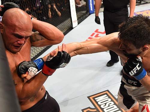UFC: 2 lần vô địch, 2 lần đổ máu đẫm mặt - 2