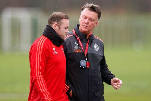 Trò Rooney sa sút, thầy Van Gaal lén gặp phụ huynh - 1