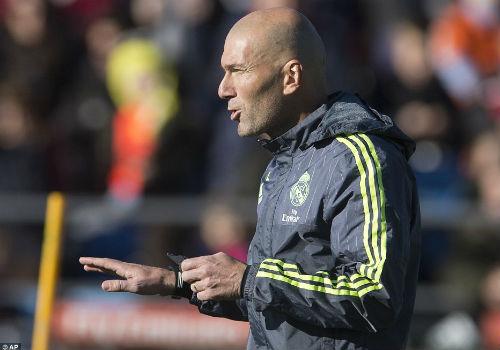 Ronaldo chăm chú nghe Zidane buổi tập ra mắt Real - 3