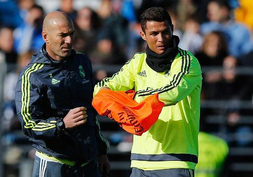 Ronaldo chăm chú nghe Zidane buổi tập ra mắt Real - 6