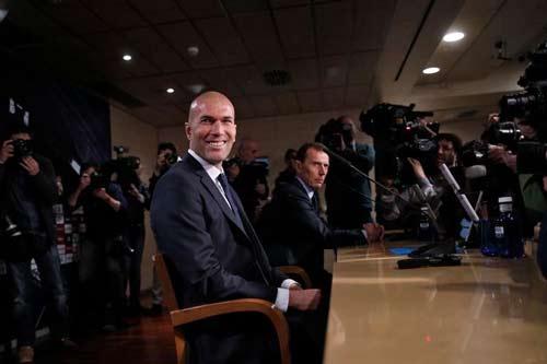 """Zidane ra mắt Real, Benitez viết """"tâm thư"""" tri ân CLB - 1"""