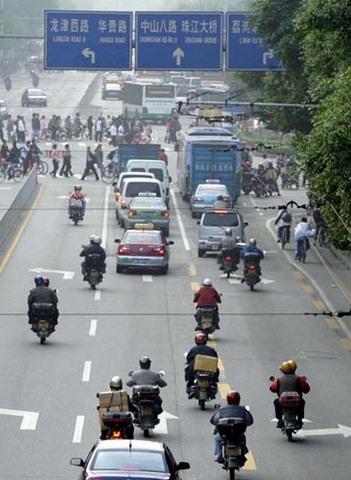 Trung Quốc đã làm gì để hạn chế xe máy? - 1