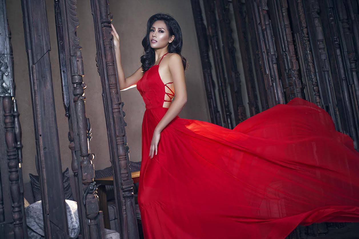 Nguyễn Thị Loan e ấp thềm ngực đầy trong váy dạ tiệc - 9