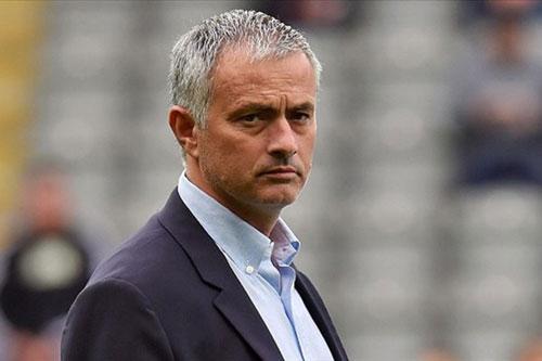 """Vì sao các """"ông lớn"""" đều ngoảnh mặt với HLV Mourinho? - 1"""