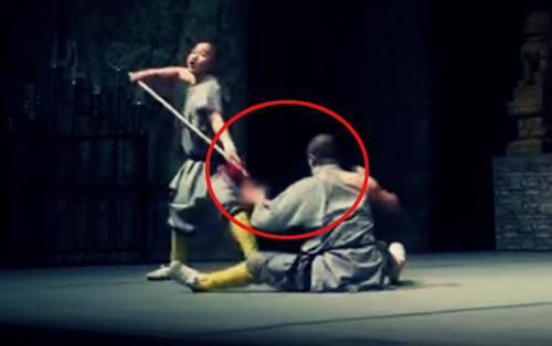Võ sư Thiếu Lâm với màn đâm thương kề cổ - 1